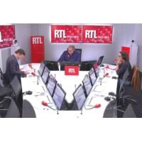 """Logo du podcast PMA : """"la bataille de l'opinion semble déjà perdue pour les opposants"""" dit Olivier Bost"""