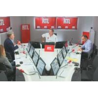 """Logo du podcast La photo d'Emmanuel Macron à Saint-Martin est """"une guillotine symbolique"""", juge Éric Zemmour"""