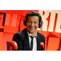 "Logo of the podcast Laurent Gerra imitant François Hollande : ""La prochaine fois, Manuel Valls fera des pompes"""