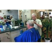 Logo du podcast États-Unis : à 107 ans, il est le plus vieux coiffeur du monde