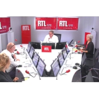 """Logo du podcast Nucléaire : """"EDF sait-elle encore construire des centrales ?"""" questionne François Lenglet"""