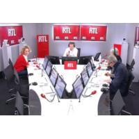 "Logo du podcast Municipales : ""Macron gère, sans-gêne, sans scrupule"", selon Alba Ventura"