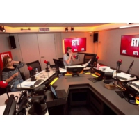 Logo du podcast Présidentielle 2022 : Bernard Cazeneuve se tient prêt face à Emmanuel Macron
