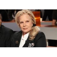"""Logo of the podcast Sylvie Vartan sur RTL : """"Je ne ferai jamais vraiment le deuil de Johnny"""""""