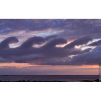 Logo du podcast Reporterre sur France Inter: des centaines de nuages extraordinaires... à voir dans l'Atlas mondia…
