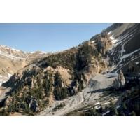 """Logo du podcast Tour de France : """"Quand Dieu créa la Terre, il termina par les Alpes"""", clame Laborde"""