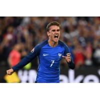 """Logo du podcast Euro 2016 : France-Allemagne, """"une chance de marquer l'histoire"""" pour Lilian Thuram"""