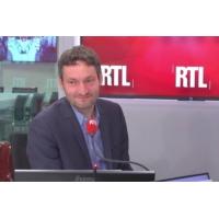 """Logo of the podcast Castaner : """"Pas la première fois qu'il parle trop vite"""" souligne Olivier Bost"""