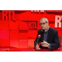 """Logo du podcast Une loi sera étudiée à l'automne pour enrayer le phénomène des """"fake news"""""""