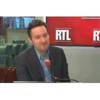 """Logo of the podcast Plus discret, """"Jean-Luc Mélenchon se méfie de lui-même et de ses excès"""", selon Olivier Bost"""