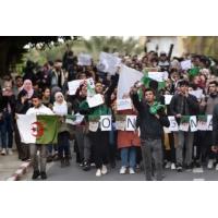 """Logo of the podcast Algérie : le régime """"pourrait opter pour la violence"""", affirme un journaliste"""