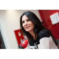 """Logo du podcast """"Pour faire le papa, je me suis inspiré de ma mère"""", rigole Arnaud Ducret"""