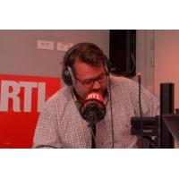 """Logo of the podcast """"Niveau cas sociaux on a la complète !"""" : Chicandier nous présente sa belle-famille"""