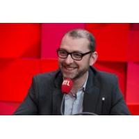 Logo of the podcast 23 octobre 2025 : il est désormais interdit de recruter des chômeurs via des robots