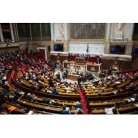 Logo du podcast Le journal de 8h : l'Assemblée renonce à l'obligation de casier vierge pour les élus
