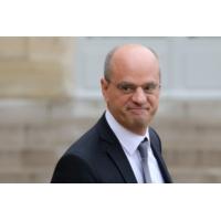 """Logo of the podcast Mobilisation des enseignants : """"Je ne suis pas inquiet', dit Jean-Michel Blanquer"""