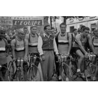 Logo of the podcast Tour de France : vélo ou boxe, quel est le sport le plus dur ?