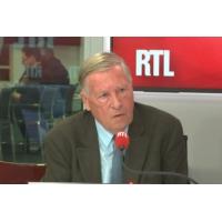 """Logo du podcast """"Gilets jaunes"""" : """"Il y a la haine, mais aussi la peur de l'avenir"""", dit Alain Duhamel"""
