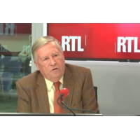 "Logo du podcast Attentat de Strasbourg : Alain Duhamel juge les complotistes ""complètement stupides"""