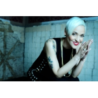 Logo du podcast Famed fado singer Mariza is back with 'Mundo'
