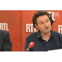 """Logo of the podcast """"Au gouvernement comme à l'Élysée, le mot magique c'est efficacité"""", constate Olivier Bost"""
