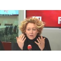 """Logo of the podcast Emmanuel Macron """"combattant et séducteur"""" face aux maires, résume Alba Ventura"""