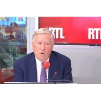 """Logo of the podcast """"Notre-Dame est le grand témoin de l'Histoire de France"""" dit Alain Duhamel sur RTL"""