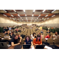 Logo du podcast Emploi : une étude pointe le déclassement des jeunes diplômés