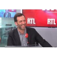 """Logo du podcast """"Les municipales révèlent les trois péchés originels de la macronie"""", dit Sportouch"""