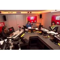 """Logo du podcast Baisse des APL : une réforme de """"justice sociale"""", pour Gérald Darmanin"""