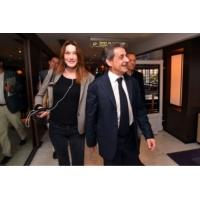 Logo of the podcast Nicolas Sarkozy et Carla Bruni en Une de Paris Match suscitent une vague d'hilarité