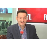 "Logo du podcast ""Adieu Solférino, adieu le Parti socialiste ?"", s'interroge Olivier Bost"
