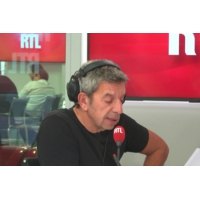"Logo du podcast Sport : en France, ""on peut mieux faire"" dit Michel Cymes"