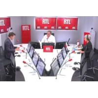 """Logo du podcast """"Jean-Luc Mélenchon crie fort, mais il peut aussi avoir peur"""", selon Olivier Bost"""