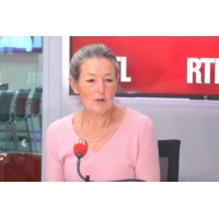 """Logo du podcast Vaccins : """"l'obligation a porté ses fruits"""", dit une infectiologue sur RTL"""