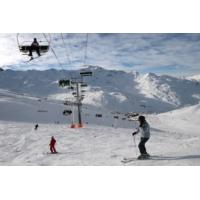 Logo of the podcast Ski : Michel Cymes préconise l'exosquelette pour soulager vos genoux