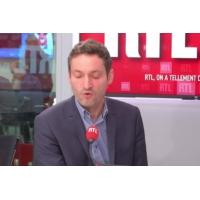 Logo du podcast Port du voile, laïcité : Emmanuel Macron ne réagira pas tout de suite à la polémique