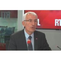 """Logo du podcast """"La canicule ne va pas très bien avec les trains à l'heure"""", prévient Guillaume Pepy sur RTL"""