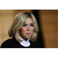 Logo of the podcast Non, Brigitte Macron n'est pas l'égérie de crèmes anti-âge