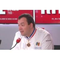 """Logo of the podcast """"Il nous arrive de servir des restes à tout le monde"""", explique Guillaume Gomez, le chef cuisinier …"""