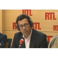 """Logo of the podcast Laurent Gerra imitant Emmanuel Macron : """"C'est ma fête, je fais ce qui me plaît !"""""""