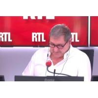 Logo of the podcast George Clooney appelle à boycotter des palaces parisiens