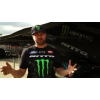 Logo du podcast 2 Minutes with Vaughn Gittin Jr - Formula Drift Seattle 2015