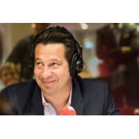 """Logo of the podcast Laurent Gerra imitant Stéphane Bern : """"Suivez-moi pour une visite de Solférino !"""""""