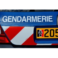 Logo of the podcast Lot-et-Garonne : elle retrouve l'amant de son mari avec le chien dans le garage