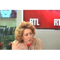 """Logo of the podcast """"Gilets jaunes"""" : """"On a le droit de dire quand ça va trop loin !"""", lance Alba Ventura"""