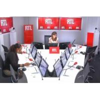 Logo of the podcast Les infos de 12h30 - PMA pour toutes : la mesure risque-t-elle de diviser les Français ?