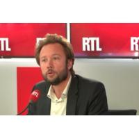 """Logo du podcast Emmanuel Macron lutte-t-il contre les inégalités ? """"Il fait l'inverse"""", dit Boris Vallaud sur RTL"""