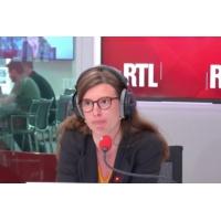 "Logo of the podcast Ukraine : ""Avec Volodymyr Zelensky le pays plonge dans le vide"", dit Olivier Mazerolle"