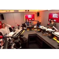 Logo du podcast Les coulisses de la remise de la Légion d'honneur à Michel Houellebecq